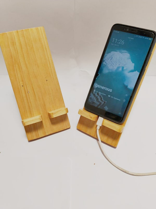 StandeeWood Phone Holder (1)