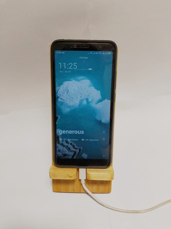 StandeeWood Phone Holder (3)